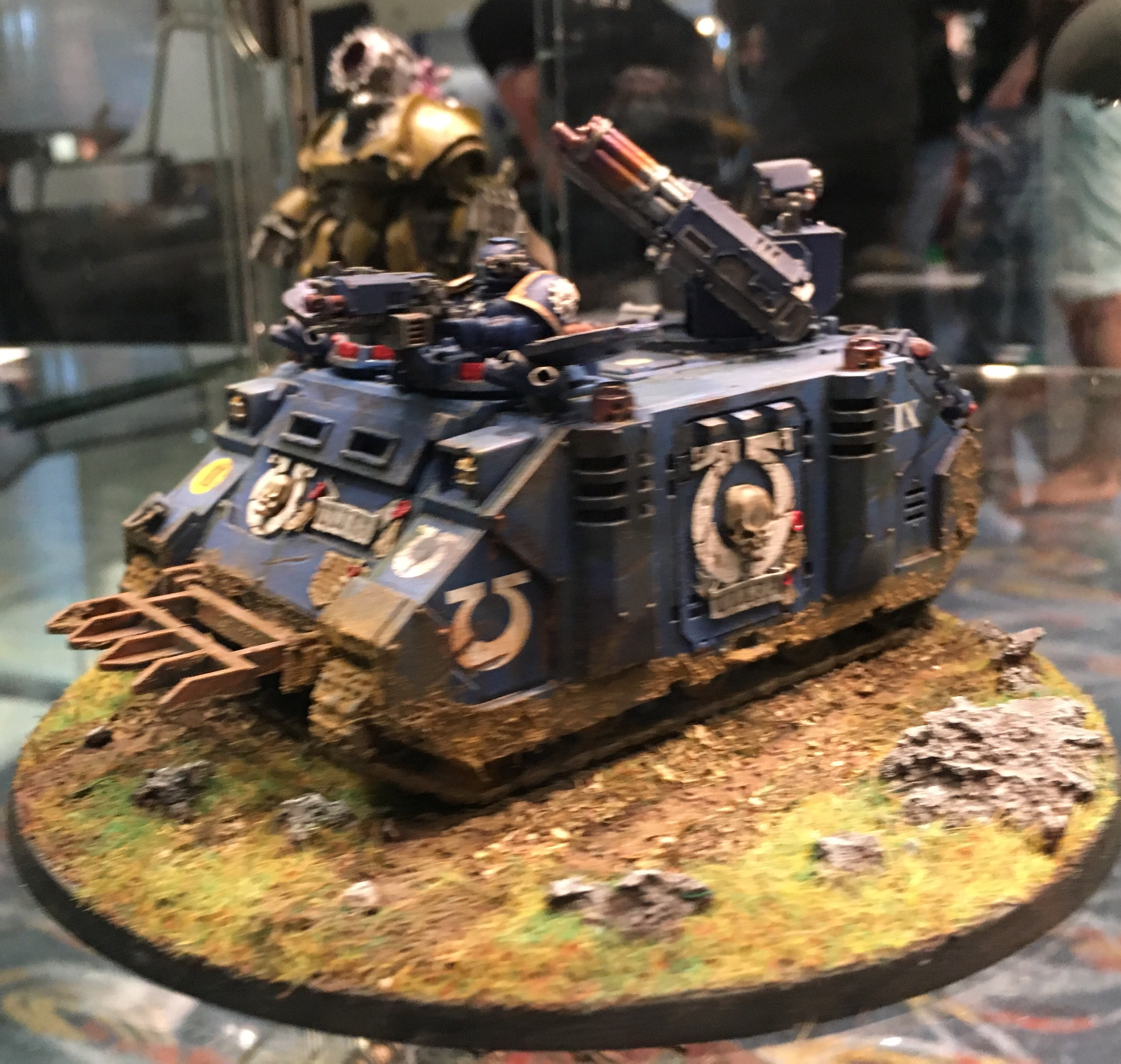 Ultramarine Razorback armed with Assult Cannons